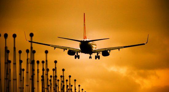 Brasil tenta usar avião da Força Aérea dos EUA para transporte de oxigênio no AM