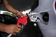 Petrobras anuncia aumento de 5% para gasolina e 4% para diesel a partir do dia 29