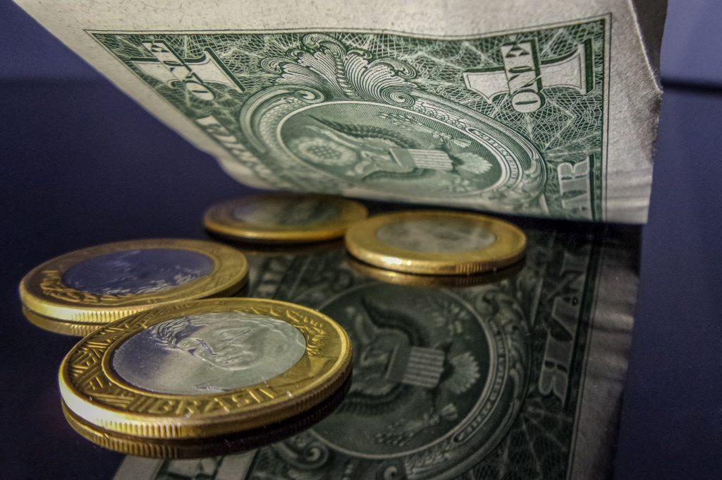 Atividade econômica cai 0,56% em janeiro, aponta Banco Central