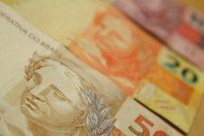 Governo prevê salário mínimo de R$ 1.147,00 em 2022