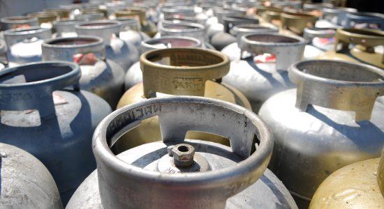 Governo analisa programa de auxílio a famílias mais pobres para botijão de gás