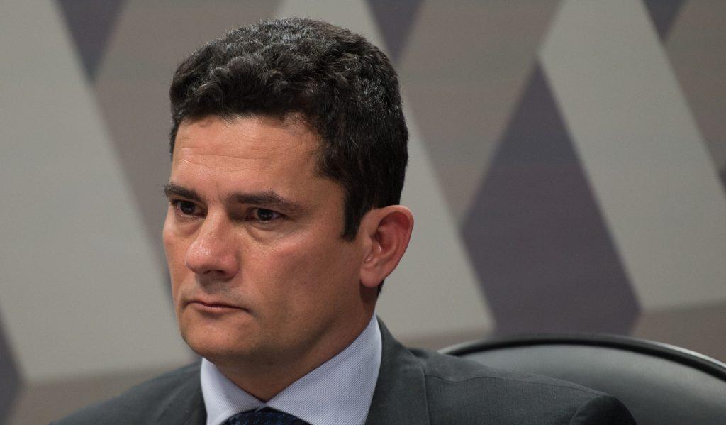 Moro cancela penhora e manda leiloar triplex atribuído a Lula