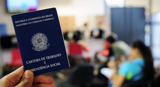 Brasil avança na criação de empregos com 120 mil vagas em abril