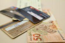 Senado aprova projeto para limitar juros do cartão e do cheque