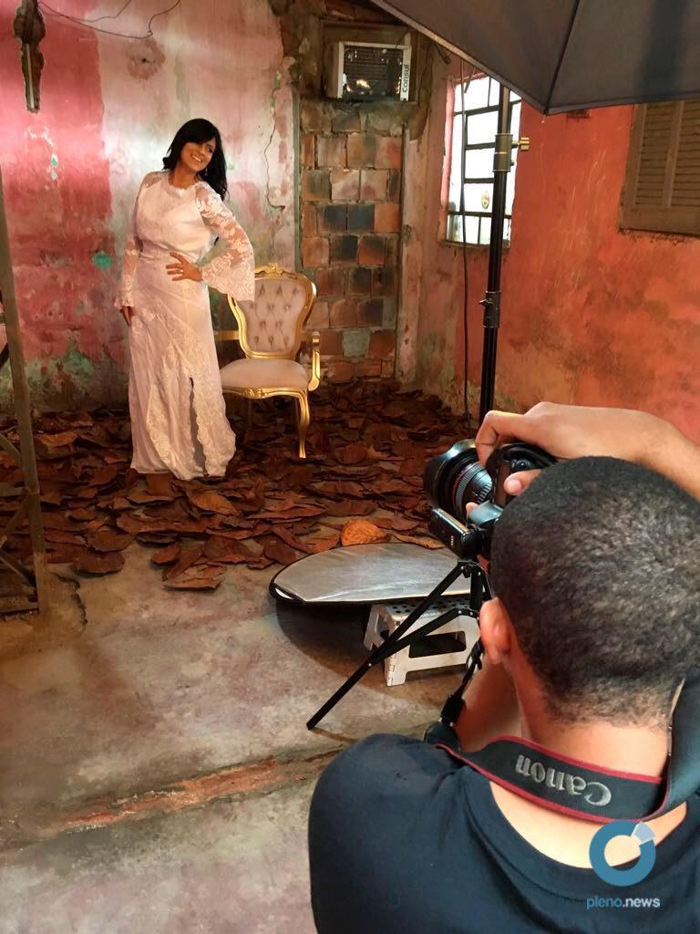 Fernanda Brum faz sessão de fotos para novo CD
