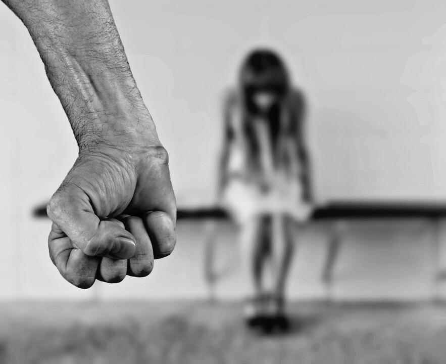 Índia aprova pena de morte para estupradores de crianças