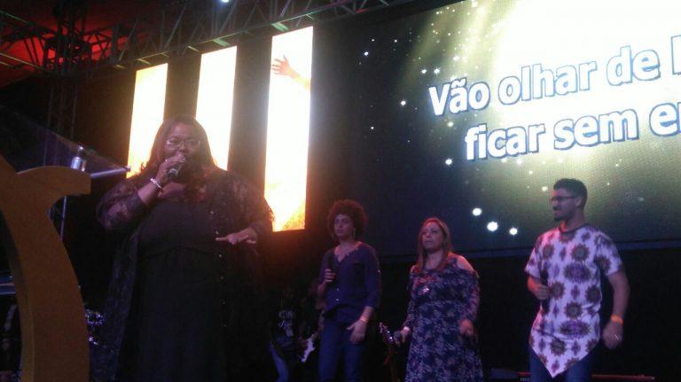 Cantora Fabiana Anastácio