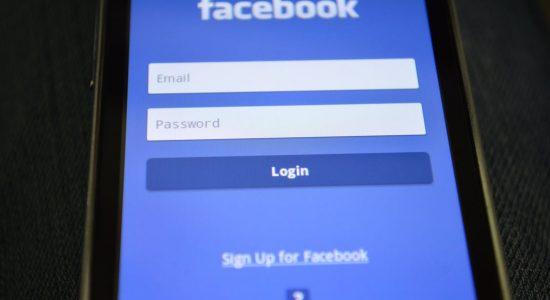 Facebook retirou as perguntas polêmicas após assumir erro