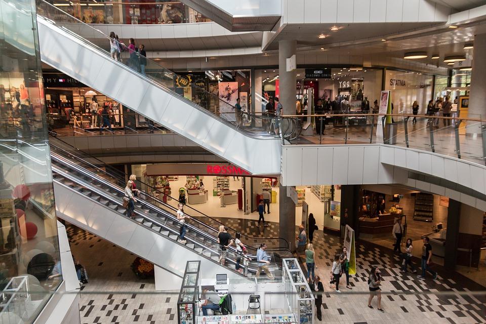 Vendas no varejo crescem 2% em 2017, diz IBGE