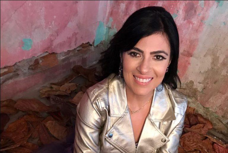 Fernanda Brum na gravação de videoletra