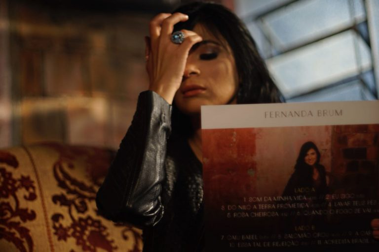 Fernanda Brum grava videoletra do novo trabalho