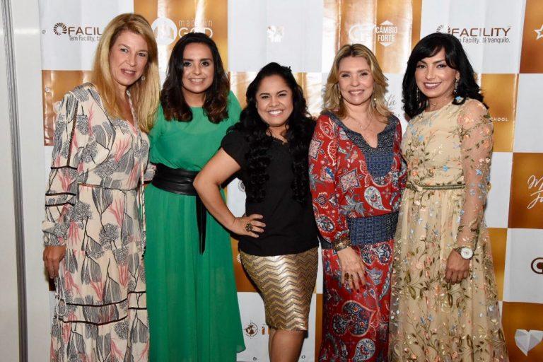 Cristina Xisto, vice-presidente do grupo MK, Liz Lanne, Cassiane, Marina de Oliveira e Eyshila na Conferência Profetizando às Mulheres