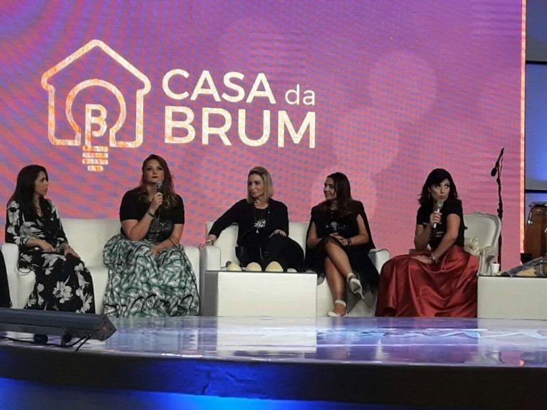 Mulheres debatem educação de filhos, família e moda