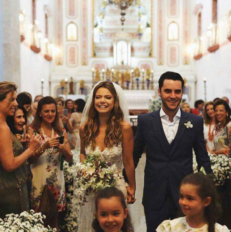 Atriz Milena Toscano se casa em Paraty