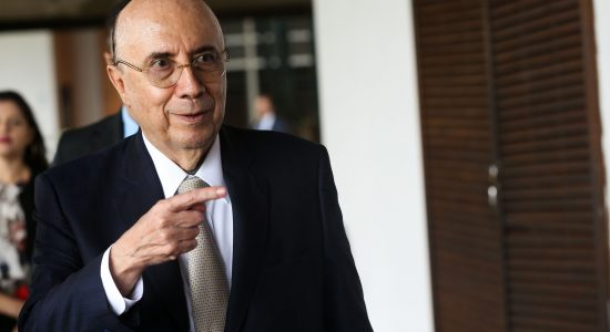 Ministro da Fazenda, Henrique Meirelles, disse que redução de impostos depende do corte de gastos