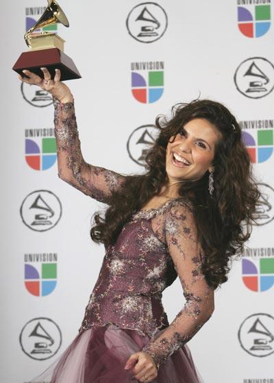 Em 2006, Aline venceu com o álbum Aline Barros & Cia na categoria Melhor Álbum de Música Cristã em Língua Portuguesa