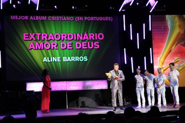 Em 2011, Aline venceu com o álbum Extraordinário Amor de Deus na categoria Melhor Álbum de Música Cristã em Língua Portuguesa. Ela estava de licença maternidade e seu marido foi representá-la
