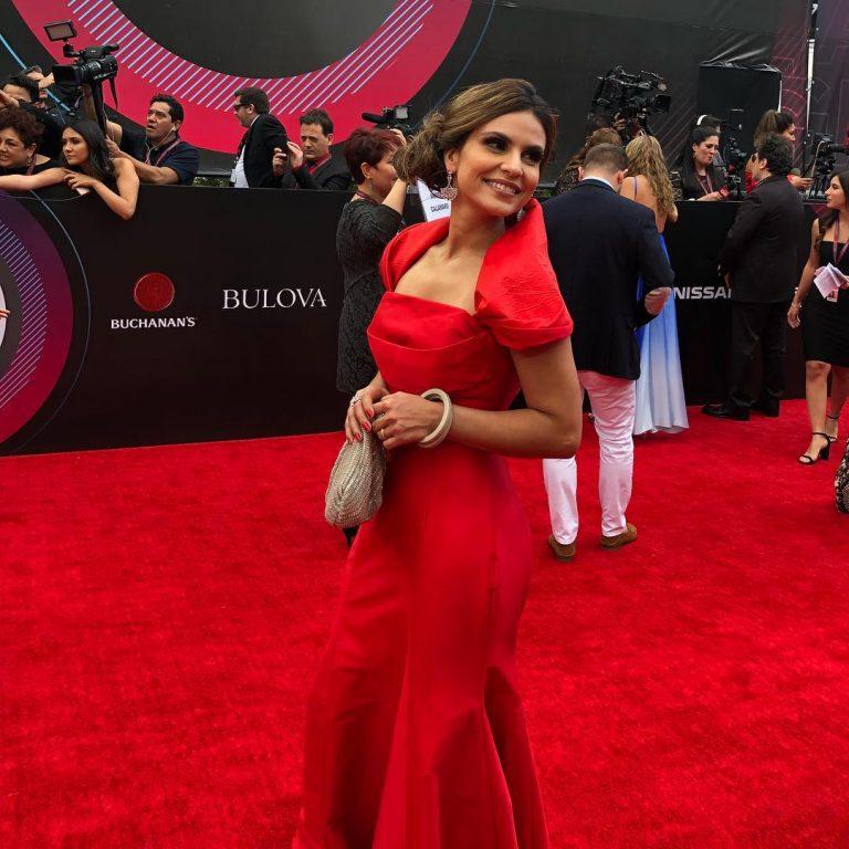 Em 2017, Aline venceu com o álbum Acenda a Sua Luz na categoria Melhor Álbum de Música Cristã em Língua Portuguesa