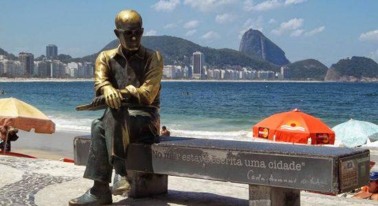 Estátua do poeta já foi vitima de vandalismo
