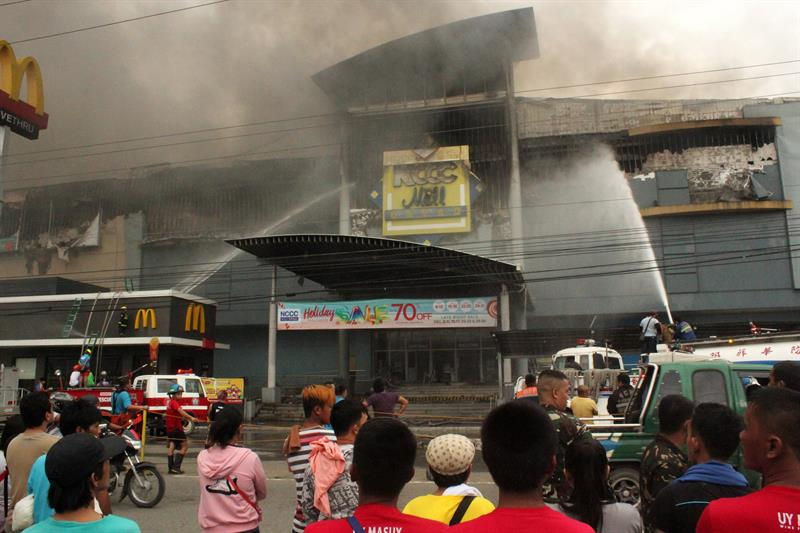 Incêndio em shopping deixa quase 40 mortos nas Filipinas