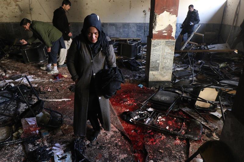 40 pessoas morrem em atentado suicida em escola de Cabul