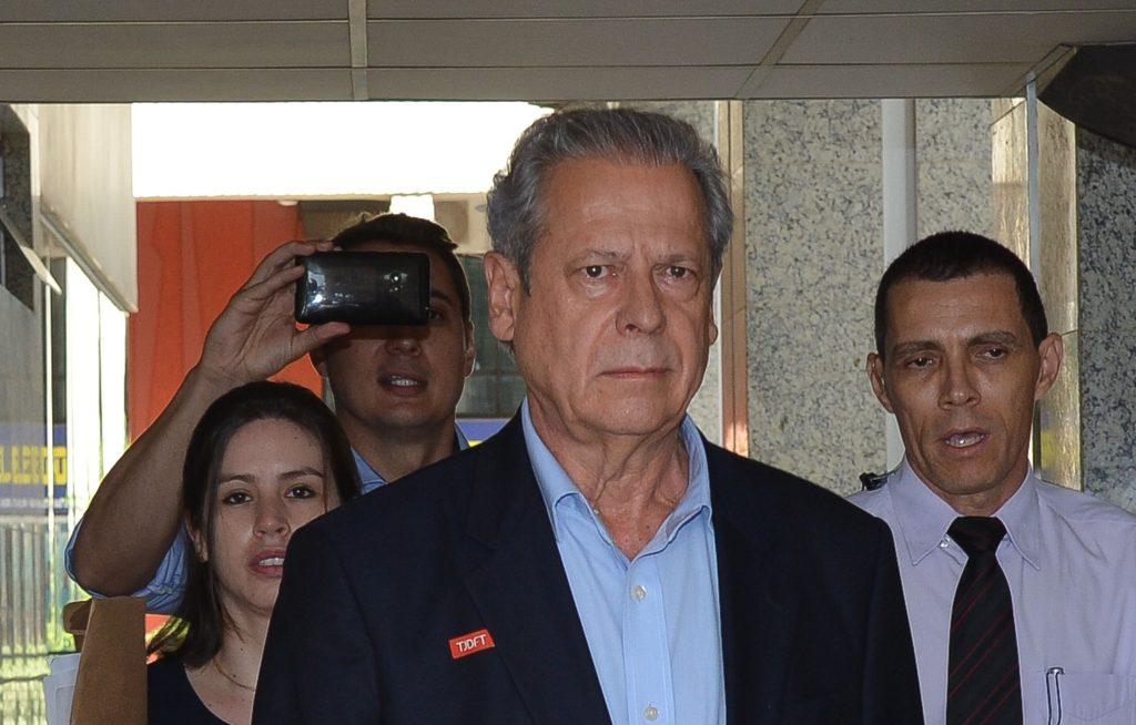 Dirceu passa a ganhar quase R$ 10 mil de aposentadoria da Câmara