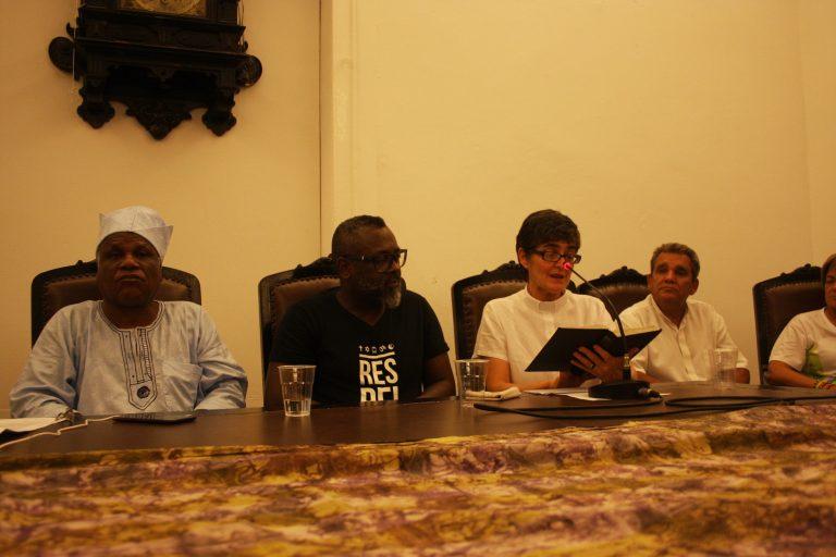 Ato no IFCS - mesa em solidariedade