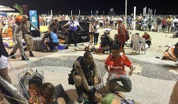 Carro invade calçadão da Praia de Copacabana e atinge pelo menos 17 pessoas