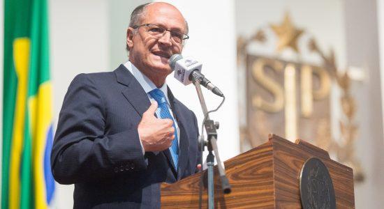 Governador de São Paulo, Geraldo Alckmin, veta trecho sobre bíblia em projeto de lei que permite redução de pena com leitura