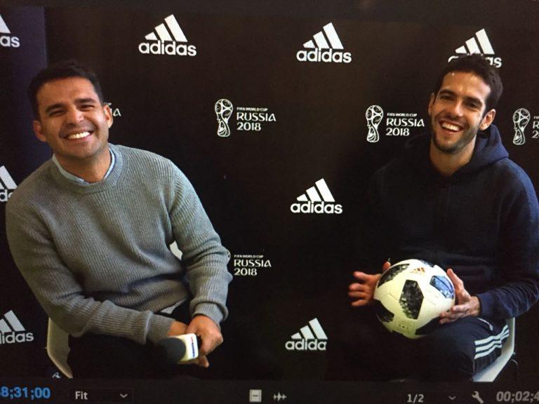 Com Kaká em evento de promoção para a Copa
