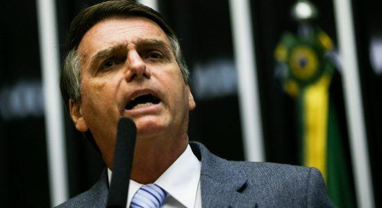 Bolsonaro sai como pré-candidato à presidência
