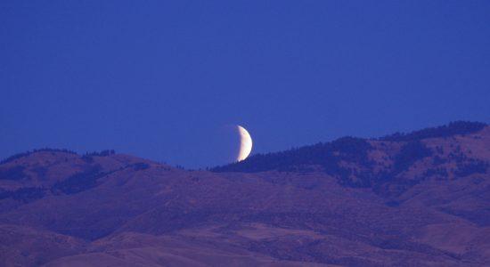 lunar-961653_1920
