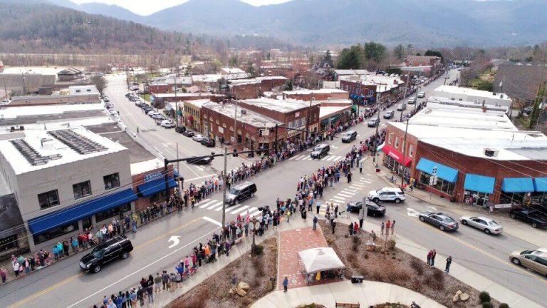 Milhares foram às ruas para prestar uma última homenagem ao evangelista