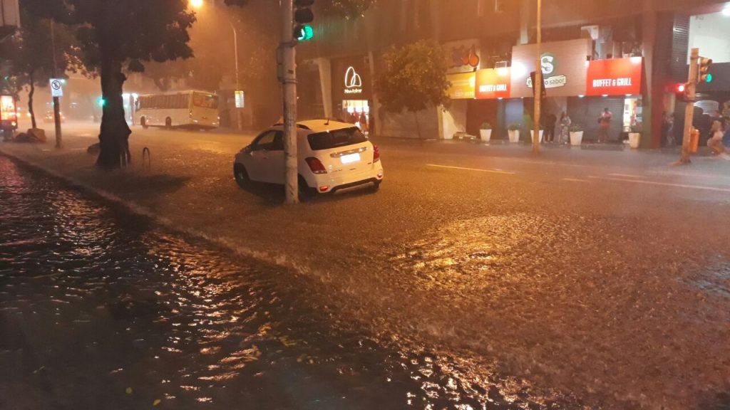 Rio continua em estágio de atenção por fortes chuvas
