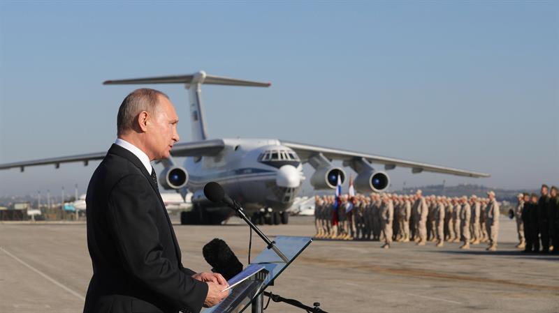 Avião de transporte russo cai na Síria e deixa 32 mortos — Internacional