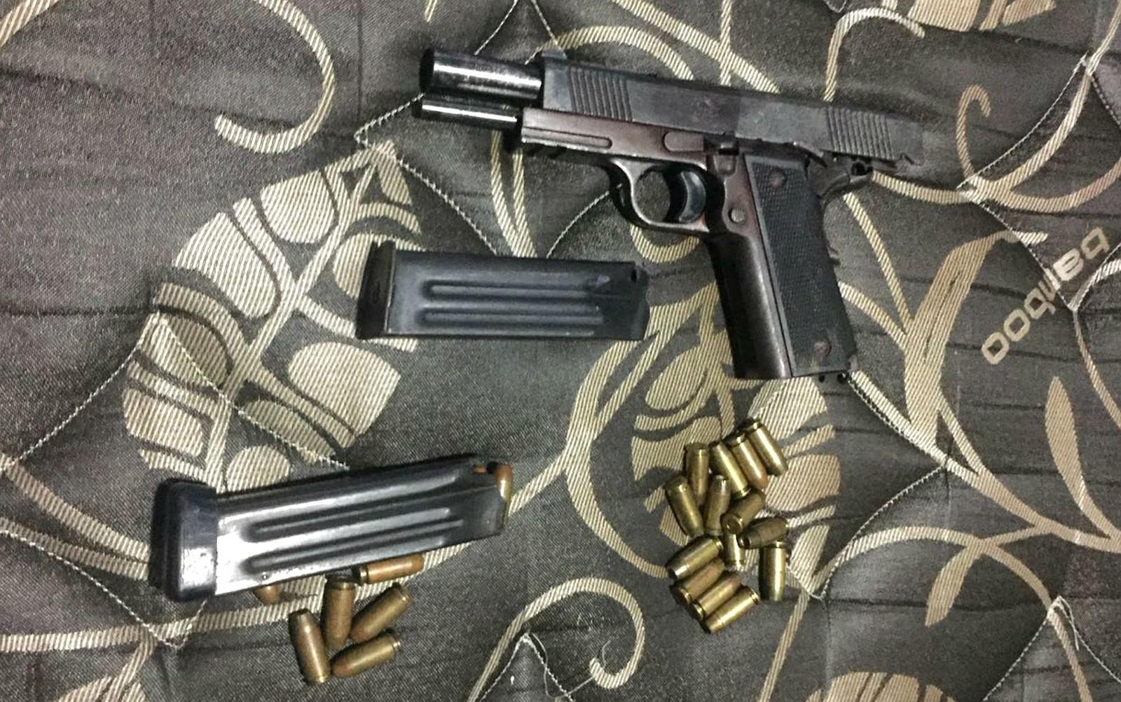 Armas e balas apreendidas em operação policial em Brasília