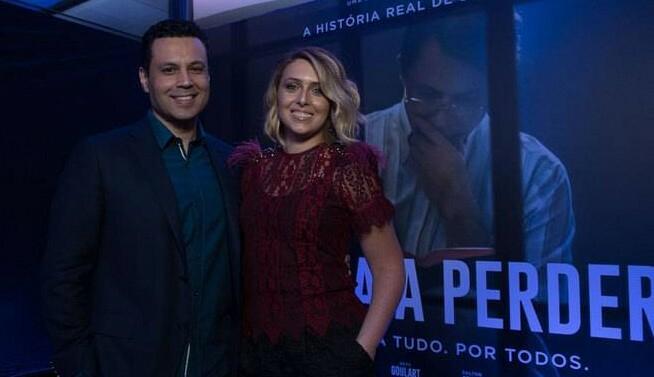 Os apresentadores Cristiane e Renato Cardoso chegaram para o evento de pré-estreia do Nada a Perder