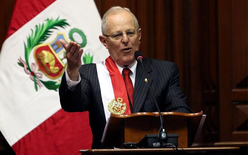 Peru: Presidente sai antes de ser destituído