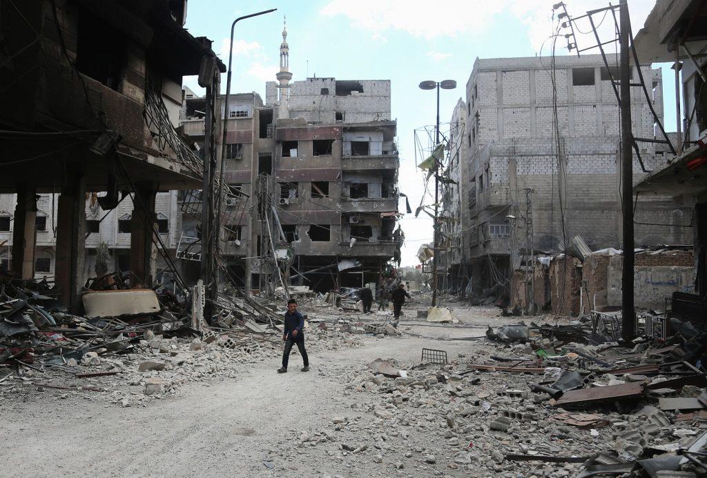 Rebeldes de Ghouta chegam ao território rebelde de Idlib na Síria