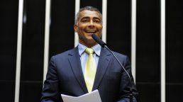 STF arquiva inquérito contra o senador Romário