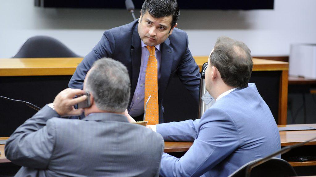 PF faz operação em gabinetes de senador e deputado federal