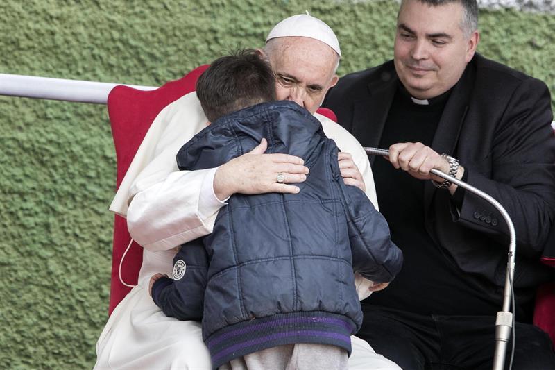 Menino pergunta ao papa se seu pai ateu estaria no Céu