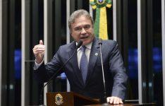 Senador Álvaro Dias descartou aliança com o PSDB