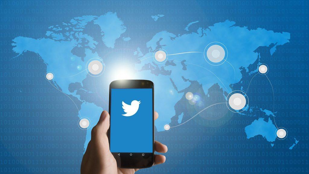 Twitter pede que usuários mudem senhas após falha no sistema