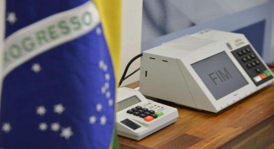 Congresso adia eleições municipais de outubro para novembro