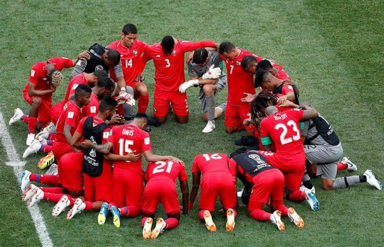 Panamá se ajoelhou para orar depois de jogo