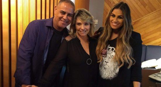 Michelle Nascimento faz audição do novo álbum