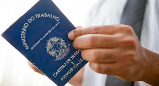 Mercado de trabalho brasileiro melhora em julho
