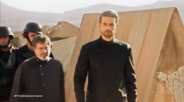 Ricardo se aproxima do grupo no Vale do Megido