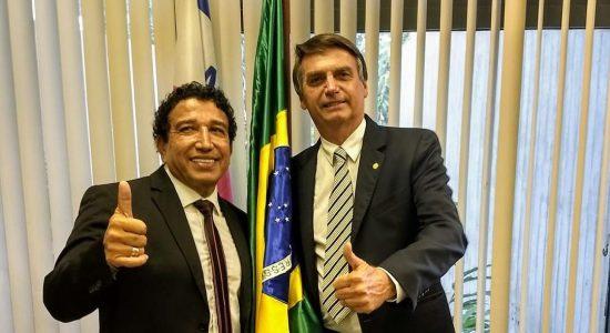 O senador Magno Malta e  o presidente eleito Jair Bolsonaro